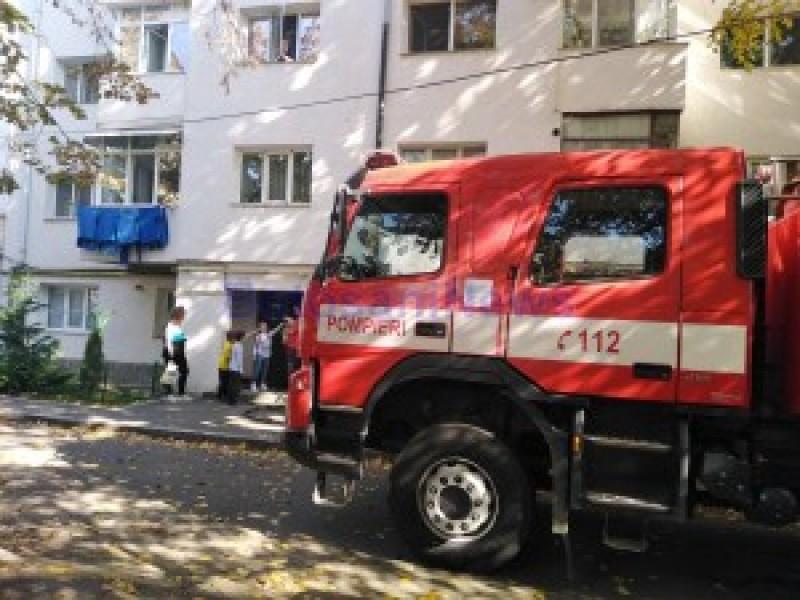 O oală uitată la foc a băgat spaima în locatarii unui bloc din municipiul Botoșani. Au intervenit pompierii