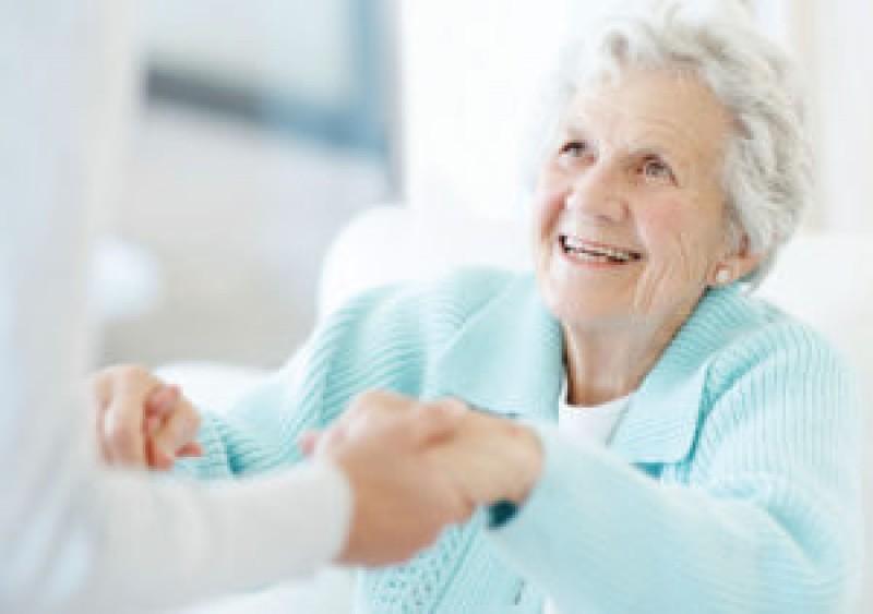 O primărie din județ angajează îngrijitor la domiciliu pentru bătrânii locului