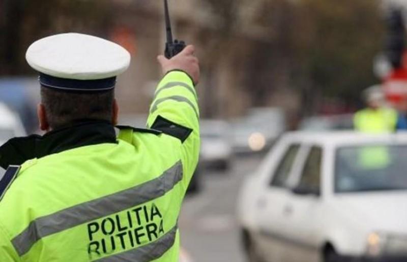 O şoferiţă a reuşit să scape de amendă, după ce a convins judecătorii că s-a emoţionat când a văzut poliţistul!