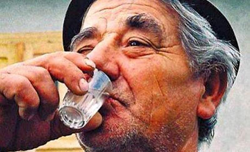 Oare chiar așa o fi? OMS: Consumul de alcool nu vă protejează de coronavirus