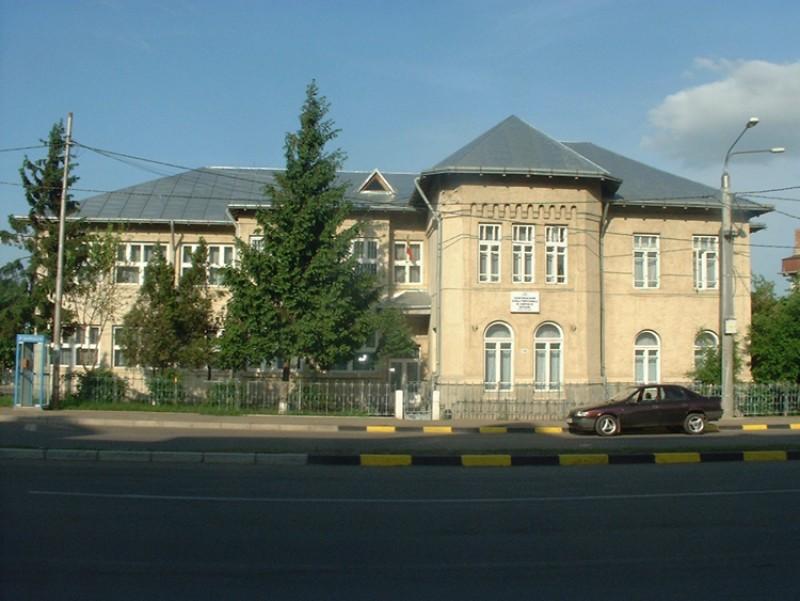 """Oferta educațională Școala postliceală """"Prof. Dr. Doc. Enescu Longinus"""" Botoşani"""