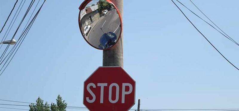 Oglinzi pentru șoferi în două intersecții din municipiul Botoșani