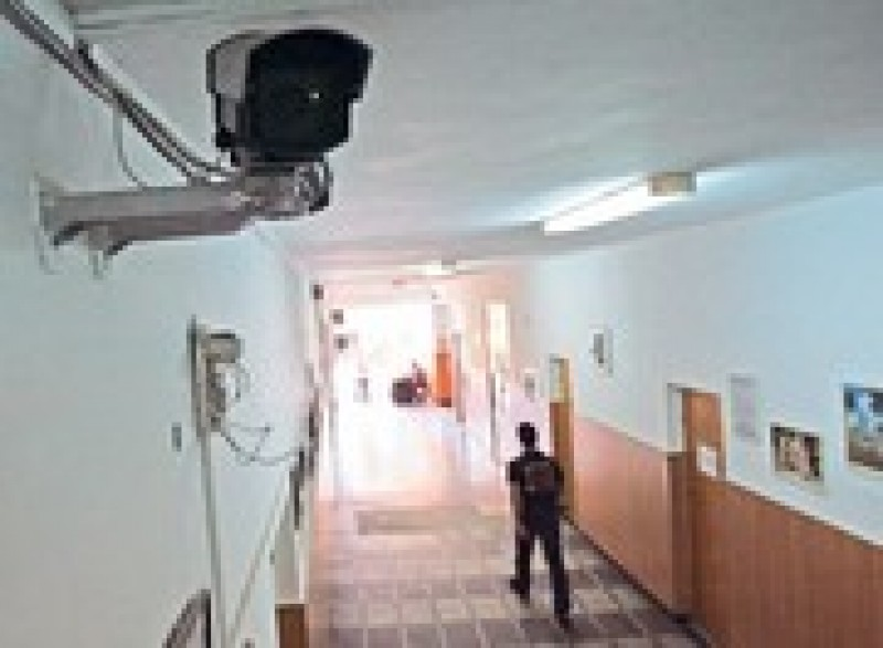 OPINII: In clase, prin ochiul camerei de supraveghere