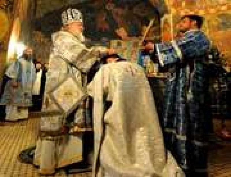 OPINII: Preotul nu poate rezista numai cu vocatia
