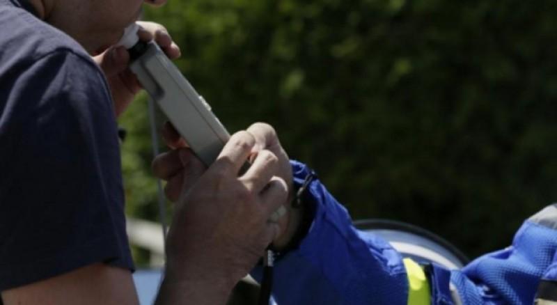 Oprit de polițiști, un dorohoian s-a ales cu dosar penal după ce a refuzat recoltarea de mostre biologice de sânge