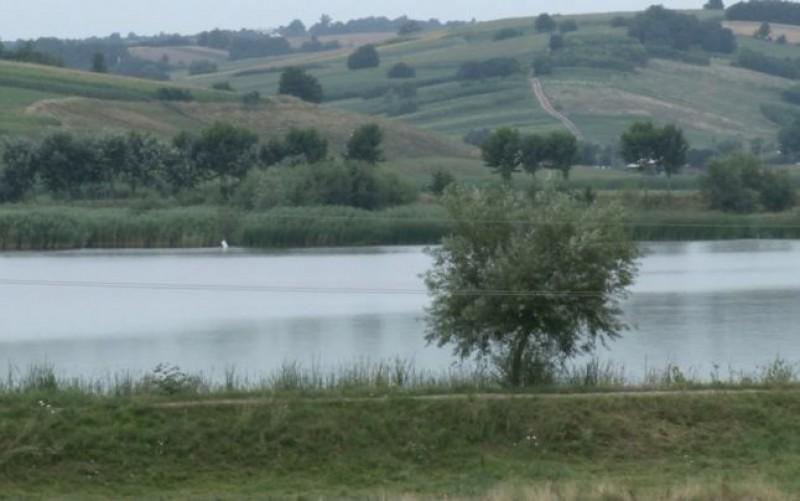 Oraşul din Botoșani unde mizeria din canalizare ajunge într-un iaz