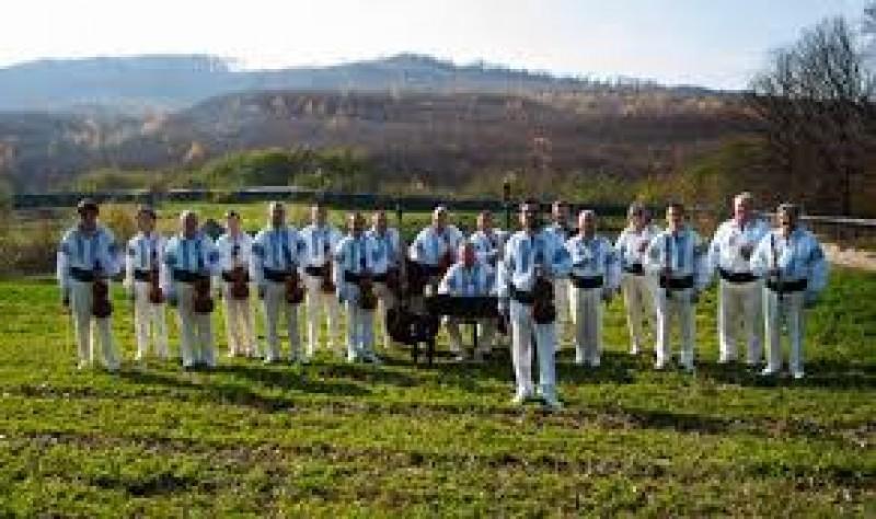 "Orchestra ""Rapsozii Botoşanilor"" invită botoşănenii la spectacolul extraordinar ""Din Moldova in toata tara"""