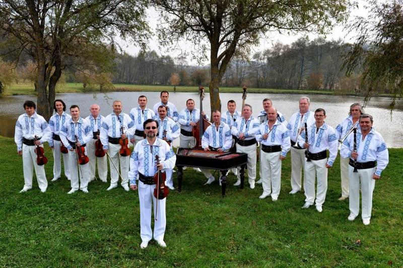 """Orchestra """"Rapsozii Botosanilor"""", invitata la cea mai populara emisiune de folclor!"""