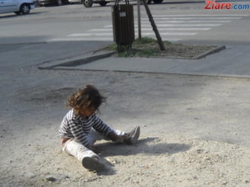 Orfanii pana in 7 ani nu vor mai fi cazati in centre de plasament - Legea a ajuns la Iohannis