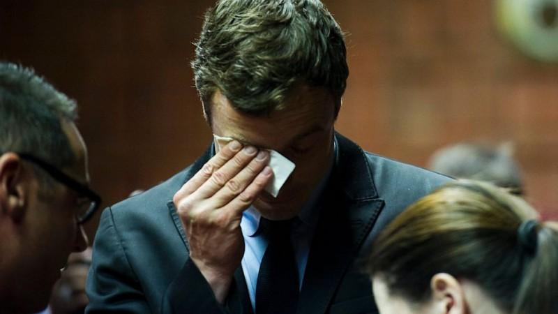 """Oscar Pistorius a depus mărturie: """"Mă trezesc noaptea cu miros de sange"""". Risca 25 de ani de inchisoare!"""