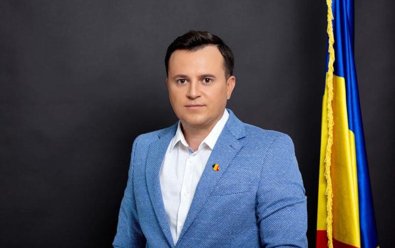 """(P) Cătălin Silegeanu, candidatul PRO România pentru Camera Deputaților: Este o rușine națională faptul că partidele politice din opoziție nu au oprit """"privatizarea"""" Zilei Naționale"""