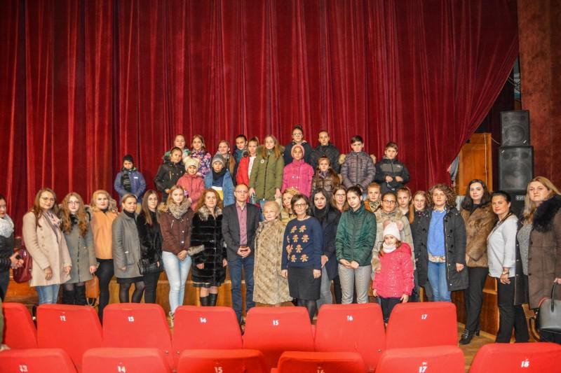 (P) Comunicat PSD: Seară de spectacol pentru mai mulți copii din județ (foto)