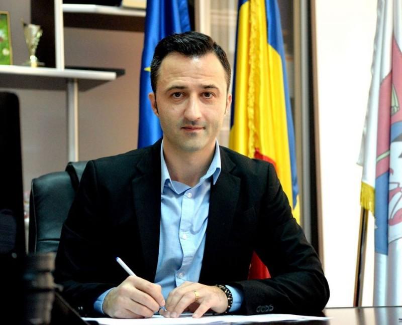 """(P) Scrisoare deschisă a unui candidat la Primăria municipiului Botoșani. """"Niciodată nu mi-a fost teamă să am unde crește"""""""