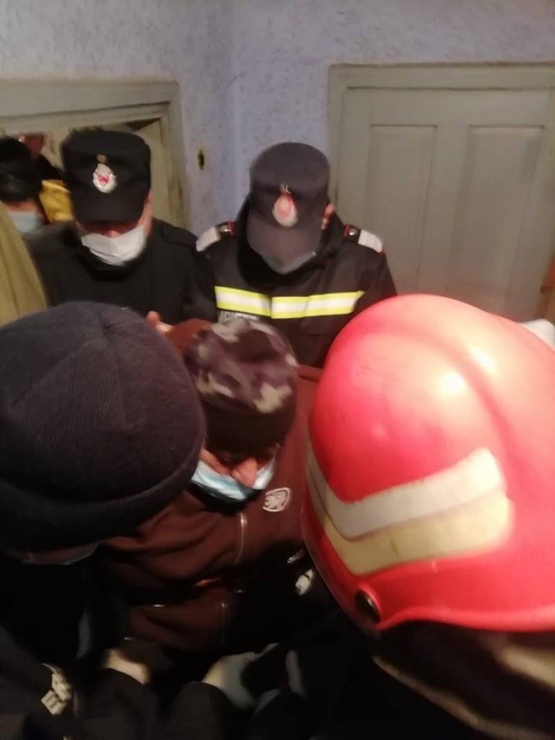 Pacient care cântărește aproximativ 300 de kilograme, adus la spital cu ajutorul pompierilor