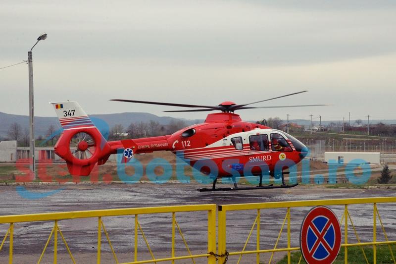 Pacient in stare critica, pus in pericol de drumurile proaste si de lipsa unui heliport la Botosani!