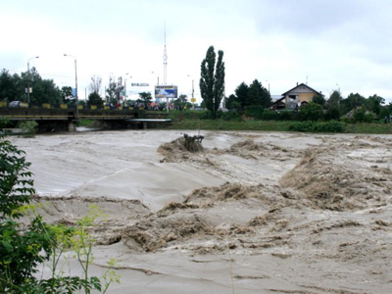Până la miezul nopții: Cod portocaliu de inundații în Botoșani!