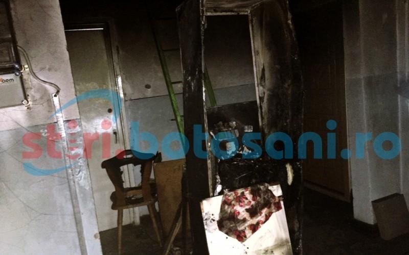 Panică într-un bloc din Dorohoi! Bunurile dintr-un apartament au luat foc! FOTO