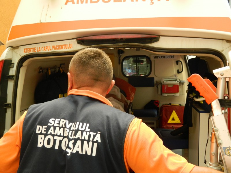 Panică la Pedagogic. Elevă din Moldova luată de ambulanță cu suspiciune de infectare COVID