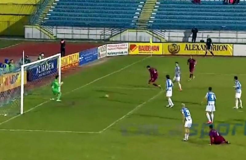 Parada anului în Liga 1 vine de la meciul CSMS Iași - CFR Cluj! Portarul a scos mingea de 3 ori de pe linia porții - VIDEO