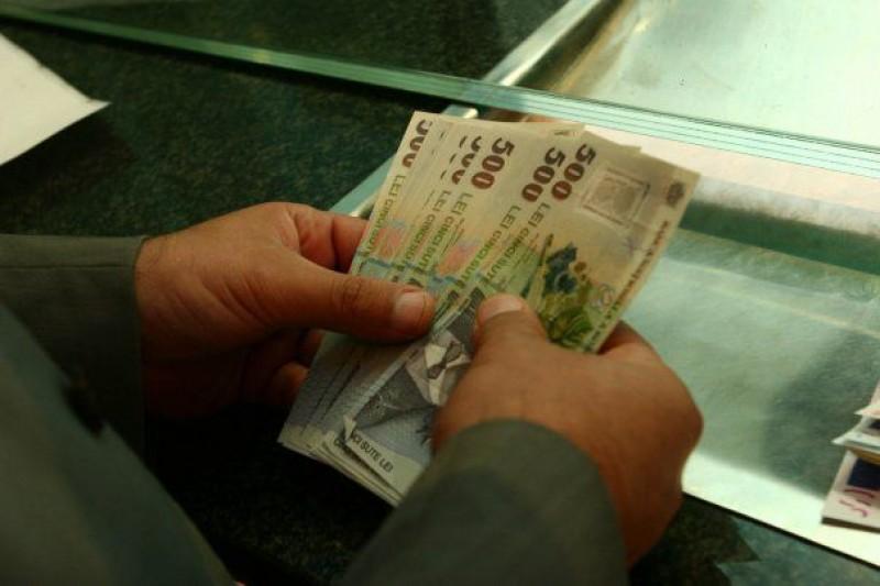 Paradox românesc: Plătim rate și la depozitele bancare