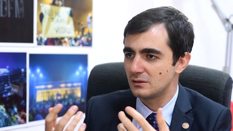 Parcă s-au trezit din vis. Ministrul Economiei, Claudiu Năsui: Românii fac salariul aproape jumi-juma cu statul. La fiecare leu câştigat, statul opreşte aproape 45 de bani