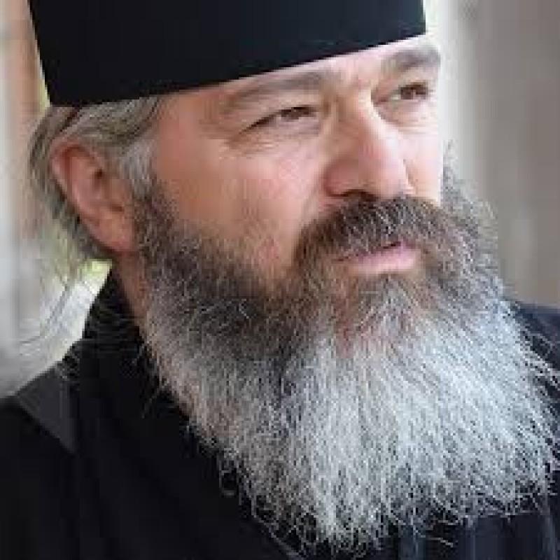 Părintele Calistrat Chifan: Am învățat să trăim din salarii mici și să plătim impozite mari, am învățat să votam toți șarlatanii fără să comentăm