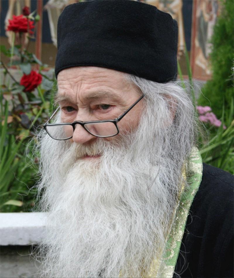 Părintele Calistrat, de la Mănăstirea Vlădiceni: Avem un nou rugător în cer pentru neamul românesc