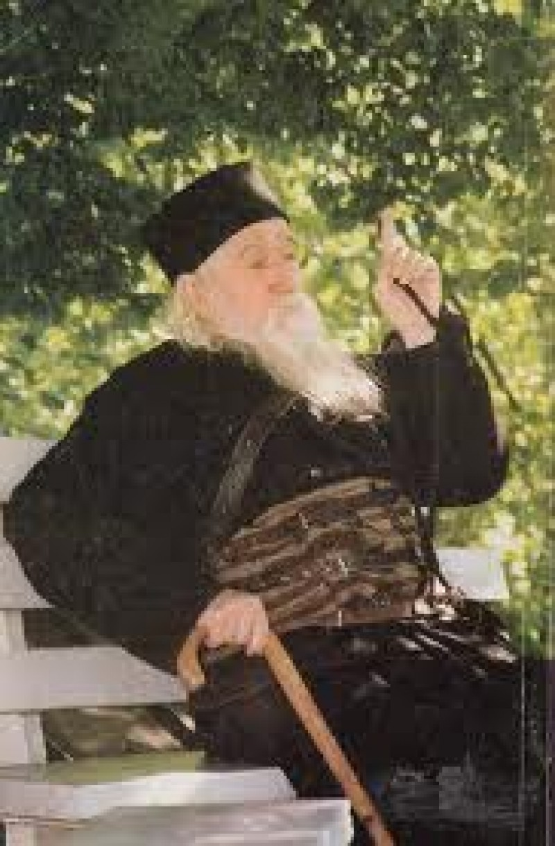 """Părintele Cleopa: """"De unde vin bătăile, ambițiile, laudele, pricinile, sfezile, tulburările și vrajbele între oameni? Nu din mândrie?"""""""
