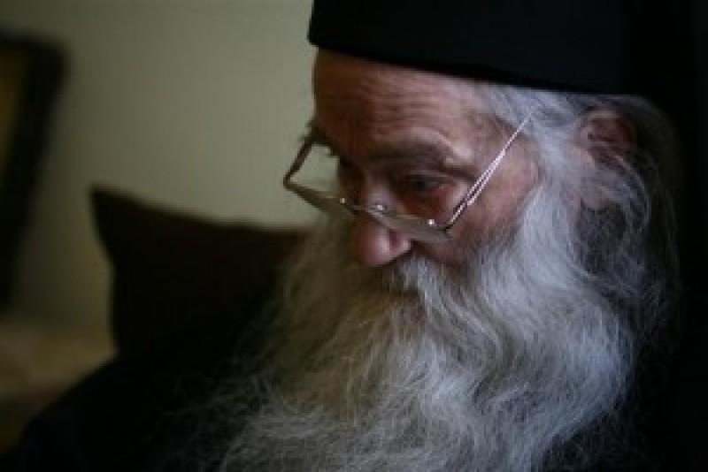 "PARINTELE IUSTIN PARVU: ""Ar trebui ca noi, manastirile, sa ne adunam averile si sa hranim oamenii"""