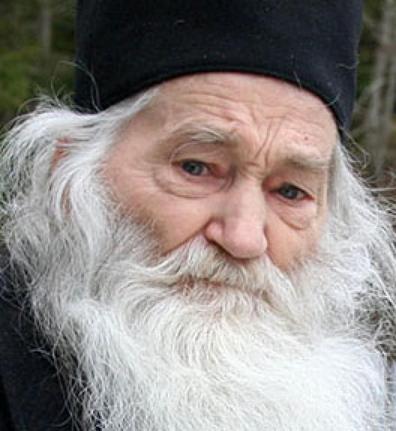 """Părintele Justin Pârvu: """"Noi nu ne-am sprijinit niciodată nici pe puterile Americii, nici pe puterile Rusiei şi în nicio putere din lumea aceasta decât numai în acoperământul Maicii Domnului"""""""