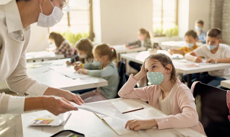 Părinții cer ca prezenţa fizică a profesorilor în clase să fie condiţionată de imunizare