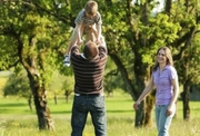 Parintii, copiii si joaca