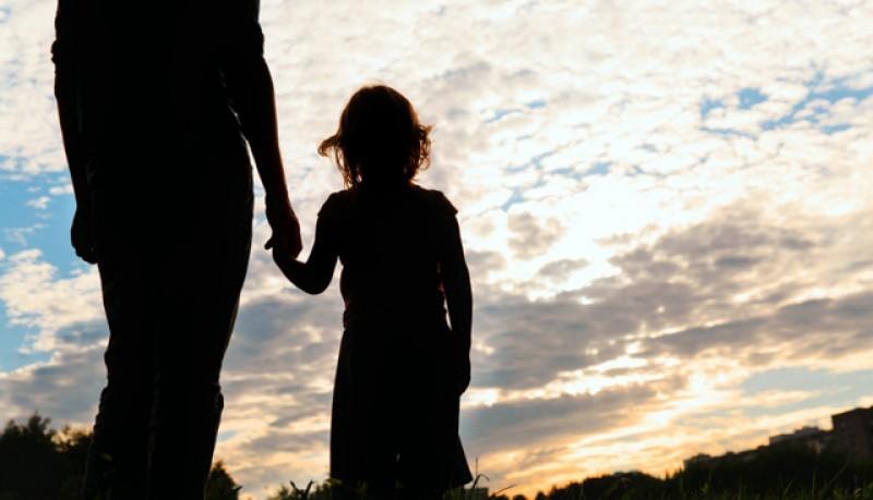 Părinţii îşi vor putea lua liber de la muncă, pentru a sta acasă cu copiii, și vor fi plătiți de stat. Votul se va da joi, în Parlament, în procedură de urgenţă