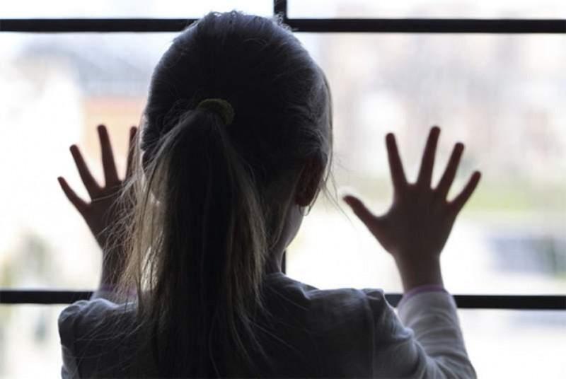 Părinții plecați în străinătate și-ar putea vizita, pe banii statului, copiii rămași în țară