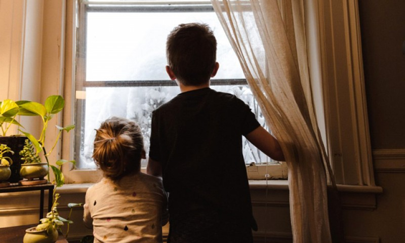 Părinții pot sta acasă pentru supravegherea copiilor și după 15 mai