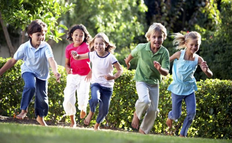 Părinții vor primi vouchere în loc de alocaţii pentru copii! Ministrul Finanțelor spune că doar așa banii nu vor mai ajunge la crâșme