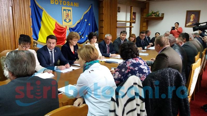 Parlamentari botoşăneni, faţă în faţă cu sindicaliştii nemulţumiţi de proiectul legii salarizării FOTO