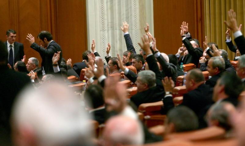 Parlamentarii vor putea angaja persoane cu care au mai muncit în ultimii cinci ani