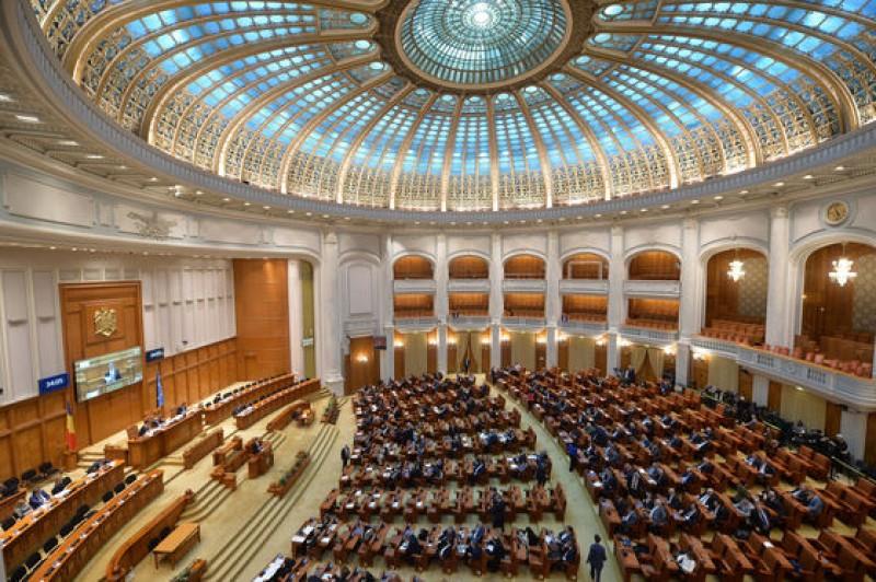 Parlamentul a votat Legea bugetului, în forma trimisă la promulgare, respingând cererea lui Iohannis