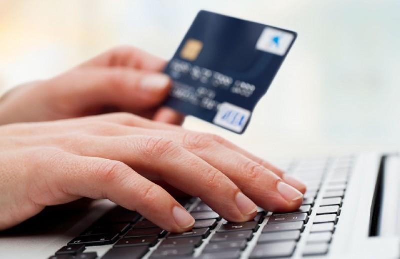 Paşapoartele, permisele de conducere, certificatele de înmatriculare şi autorizaţiile provizorii pot fi achitate fără comisioane și prin platforma Ghişeul.ro