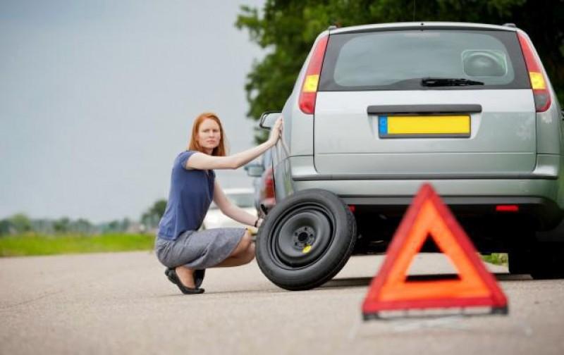 Pașii prin care să schimbi roata unei mașini