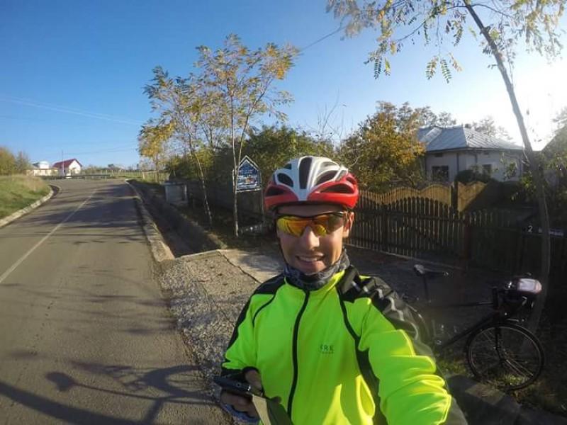 Pasiune și determinare: Dragoș Hrițuleac, botoșăneanul care a înlocuit mașina cu bicicleta!