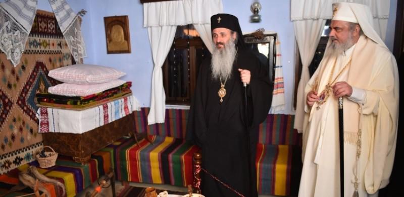 """Patriarhul României a vizitat Casa Memorială """"Teoctist Patriarhul"""" din Tocileni!"""