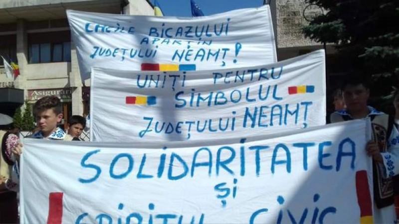 Patriotism local la Piatra Neamţ: PROTEST faţă de decizia instanţei privind pierderea Cheilor Bicazului către Harghita