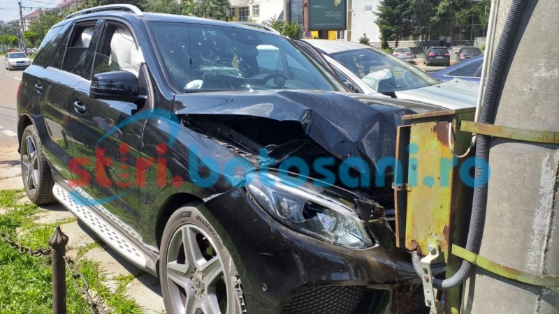 Patron de firmă de transporturi din Botoșani, implicat într-un accident rutier