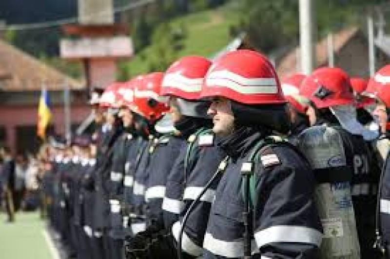 Patru angajați ai ISU Botoșani avansați înainte de termen, de Ziua Protecției Civile din România