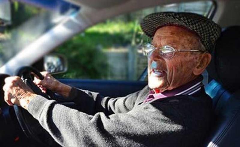 Păzea! Octogenar fără permis de conducere, autorul unei coliziuni în trafic!