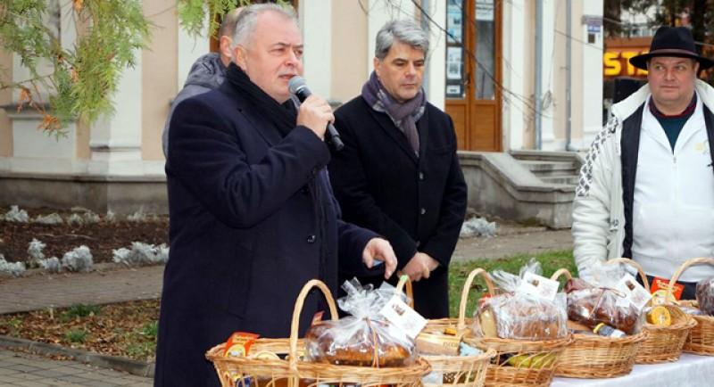 Pe Pietonalul Unirii s-a deschis astăzi Târgul de Crăciun