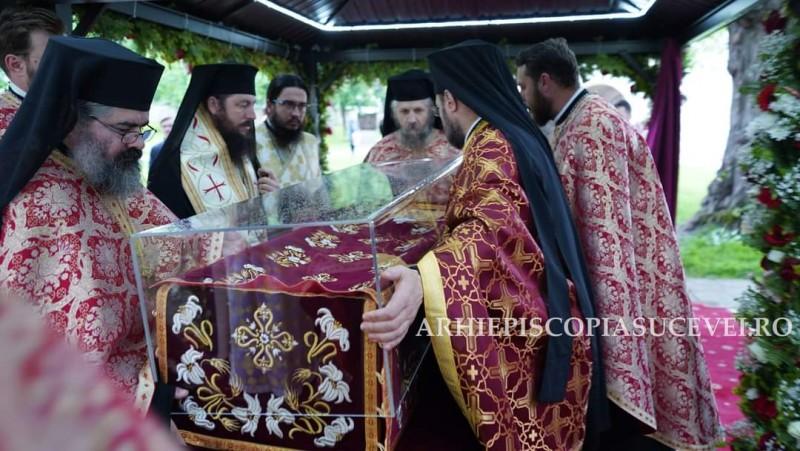 Pelerinii din Botoșani vor putea să se închine, miercuri, la racla cu moaștele Sfântului Ioan cel Nou de la Suceava