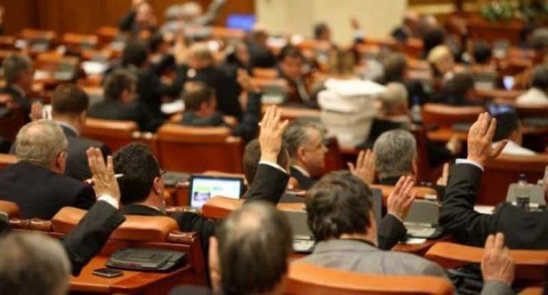 Pensiile speciale din România, eliminate de Camera Deputaților!